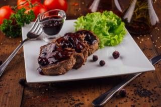 Beef tenderloin with black currant sauce