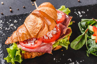 Croissant with prosciutto and tomatoes