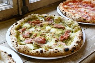 Капуста маринованная с виноградом, клюквой и яблоком