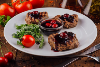 Veal medallions with cherry sauce