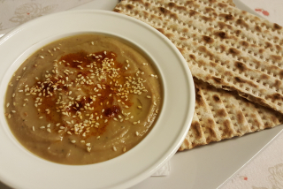 """Hummus"" with Matzo"