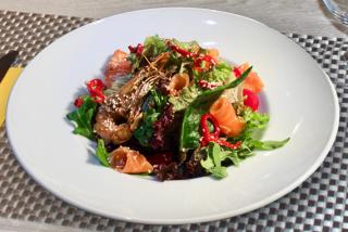 Салат с малосольным лососем