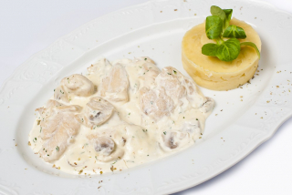 Chicken filet with creamy sauce and purée