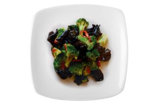 Salad with brocoli and mushrooms