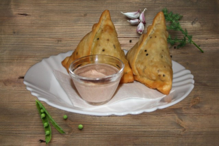 Samosa with chicken (2 pcs)