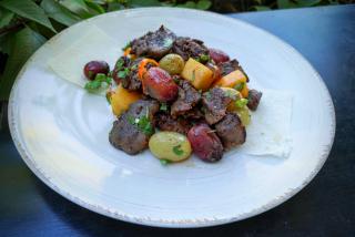 Салат «Ртвели » из куриной печени, жареного винограда и маринованной тыквы
