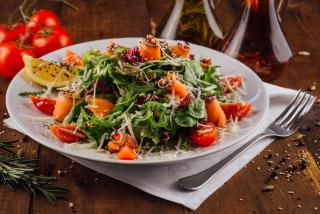 Salad with arugula and salmon