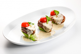 Grilled beef with Gorgonzola sauce