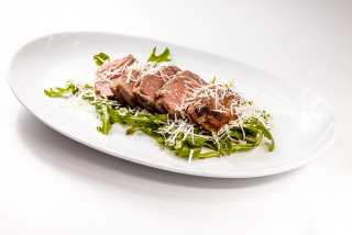 Grilled beef with rucola