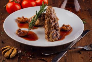 Pork tenderloin with figs sauce