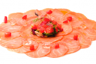 Carpaccio of salmon with strawberry tartar
