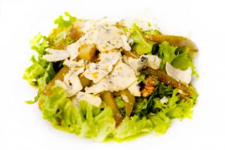 Теплый салат с карамелизированной грушой