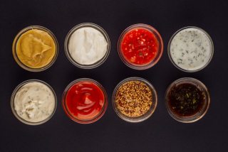 Sour cream sauce with garlic