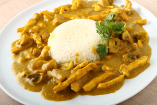 Chicken breast in curry sauce
