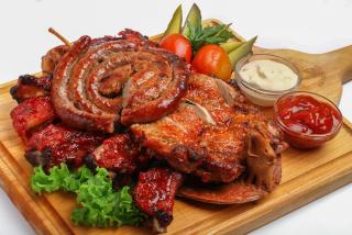 Platoul de carne Kozlovna la grătar