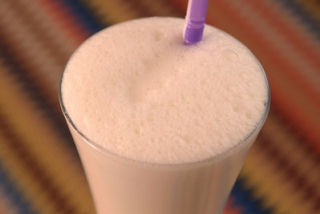 Coctail din lapte cu banane si inghetata