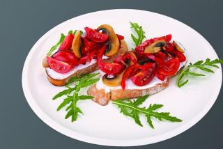 Bruschette verdure e philadelphia