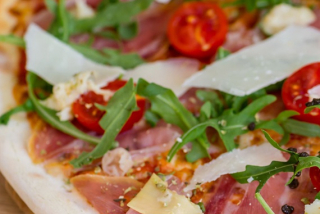 Pizza with prosciutto and arugula