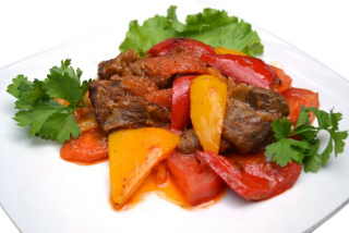 Sheep meat with stuffed vegetables