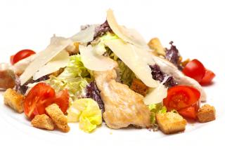 Salată  «Cezar» cu  pui
