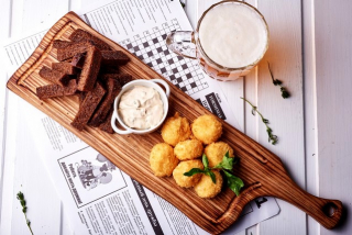 Cheese croquettes with garlic croutons