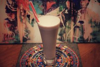 Coctail din lapte cu ciocolata si inghetata