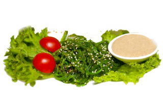 Chuka salad with walnut sauce