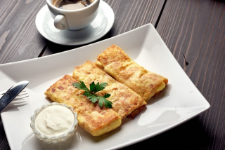 Crepe(thin pancakes) with ham and cheese