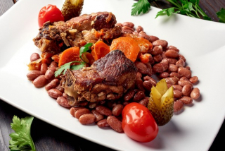 Pork ribs with red beans