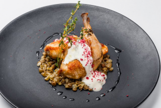 """Chicken """"sous-vide"""" with lentil and cream sauce"""