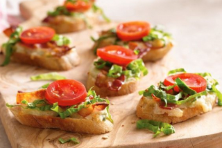 Bruschetta with tomato and bacon
