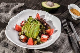 Mix salad with roasted peppers and avocado