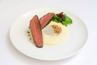 Veal fillet in truffle sauce, mashed potatoes