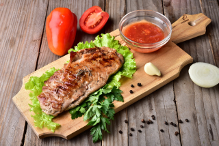 Fillet of pork grilled with spicy sauce