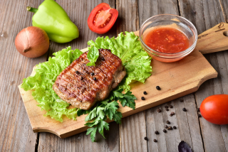 Grilled pork with spicy sauce