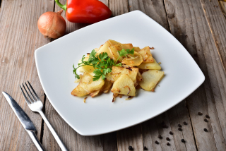 Fried potatoes at home