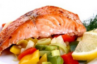 Salmon poached with vegetables