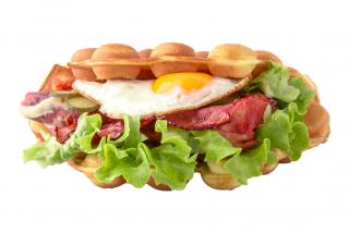 Egg & Bacon (cîrnăcior la alegere)