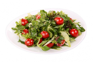 Green salad with cherry tomatoes