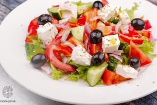 Salată grecească cu cașcaval feta