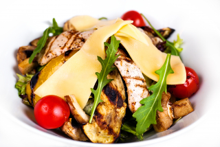 Warm grill salad with chicken