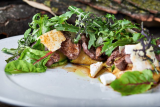Warm salad with beef and parmesan