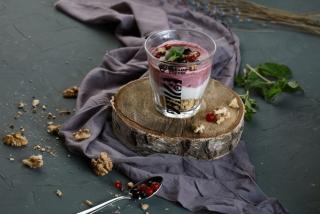 Йогурт с лесными ягодами