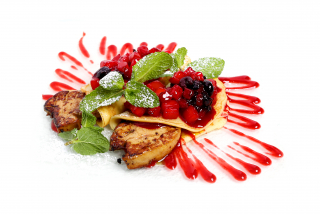 Foie gras with berries and pancakes
