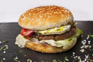 Бургер капрезе (с свиной шеей)