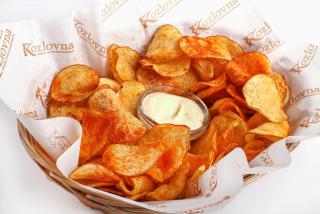 Cipsuri din cartofi cu sos de usturoi