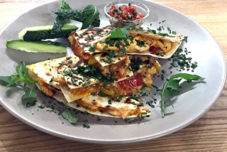 Quesadilla with chicken, salsa & sweet pepper