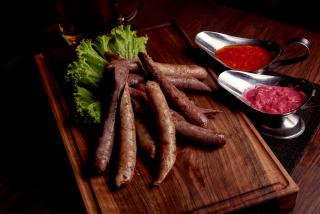 Lamb sausages with sauce