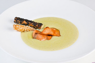 Cream soup with salmon and broccoli