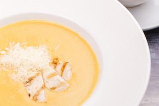 Cremă-supă cu fileu de pui
